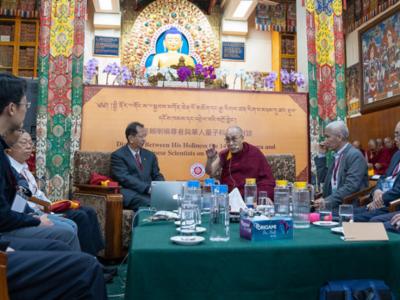 dalai lama-dialogo-delegazione scienziati cinesi-ambiente-fisica quantistica-aref international onlus