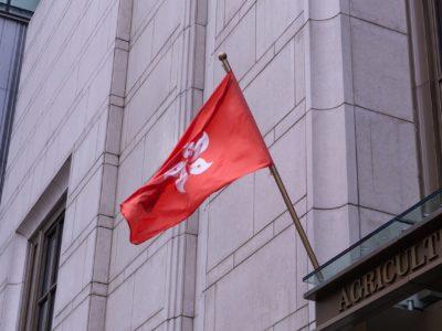 bandiera hong kong sventola durante proteste