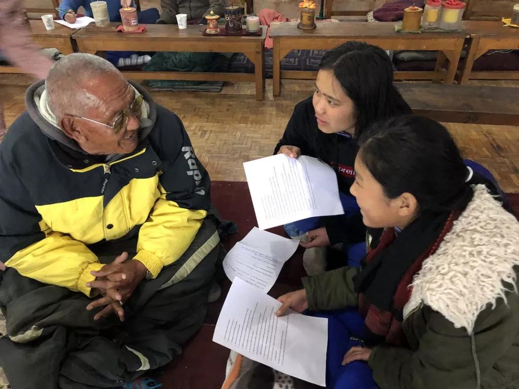 ascoltare gli anziani tibetani